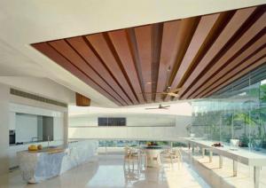 Деревянный потолок
