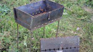 Мангал-чемодан удобен для пикников на природе