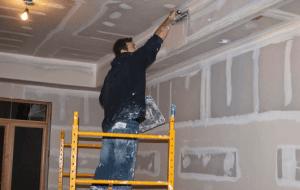Шпатлюем потолок самостоятельно