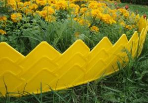 Заборчик из пластика для клумбы