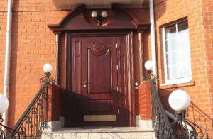 Утепленная дверь для загородного дома