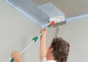 Как правильно белить потолок самостоятельно