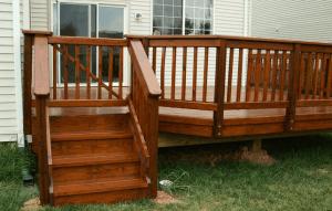 Деревянные перила для крыльца: выбор материала, разновидности, преимущества