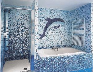 Дельфин из мозаики на стене