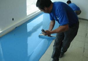 Выравнивание смеси на полу