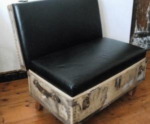 Кресло из старого чемодана
