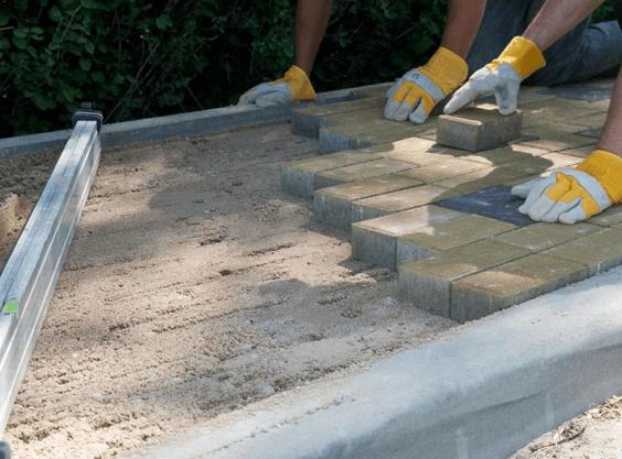 Как выложить дорожку из тротуарной плитки: простая технология укладки