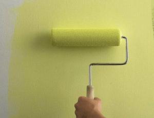 Нанесение моющейся краски валиком