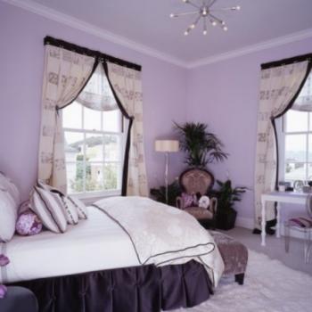 Светло-фиолетовый фон в интерьере: путь к покою и созерцанию