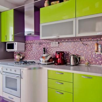 Сочетание фиолетового и зеленого: удачные дизайнерские решения при оформлении интерьера