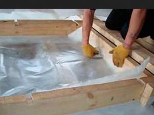 Укладка изолона на деревянный пол