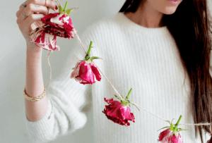 Гирлянда из цветов на праздник