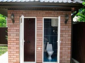 Кирпичный душ с туалетом