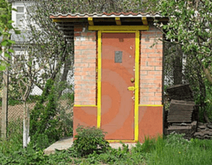 Кирпичный туалет на участке