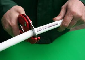 Применение ножниц для резки