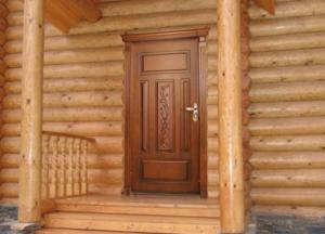 Деревянные двери для частного дома