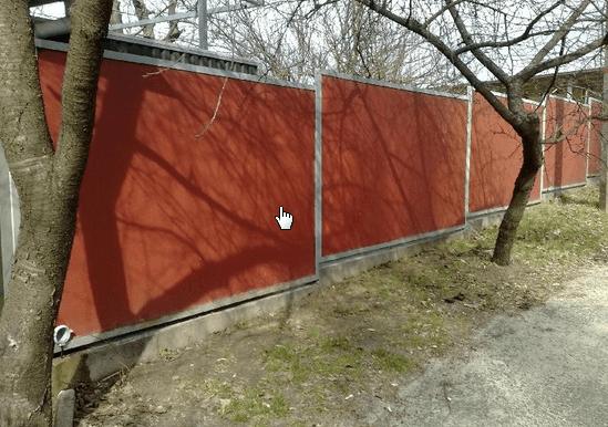Окрашенный забор из шифера