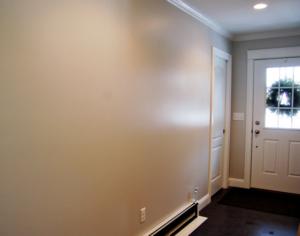 Стены окрашены масляной краской