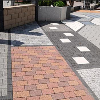 Как правильно положить тротуарную плитку на даче: делаем просто и быстро