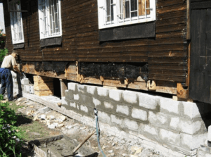 Замена деревянного фундамента