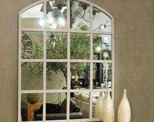 Зеркальное окно в интерьере
