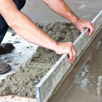 Пропорции стяжки для бетона: как приготовить и залить раствор