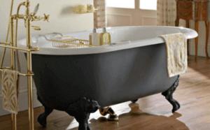 Большая глубокая ванна на ножках