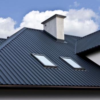 Как правильно перекрыть крышу профнастилом без лишних затрат