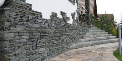 Цоколь, облицованный искусственным камнем