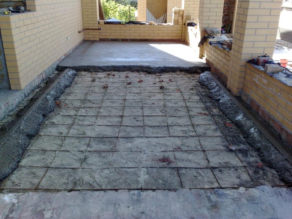 Как сделать бетонные полы в частном доме по грунту 496