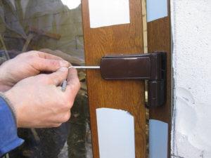 Как отрегулировать входную металлическую дверь: с чего начать