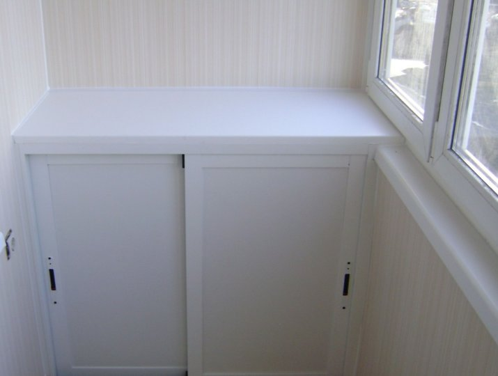 Шкаф на уровне подоконника
