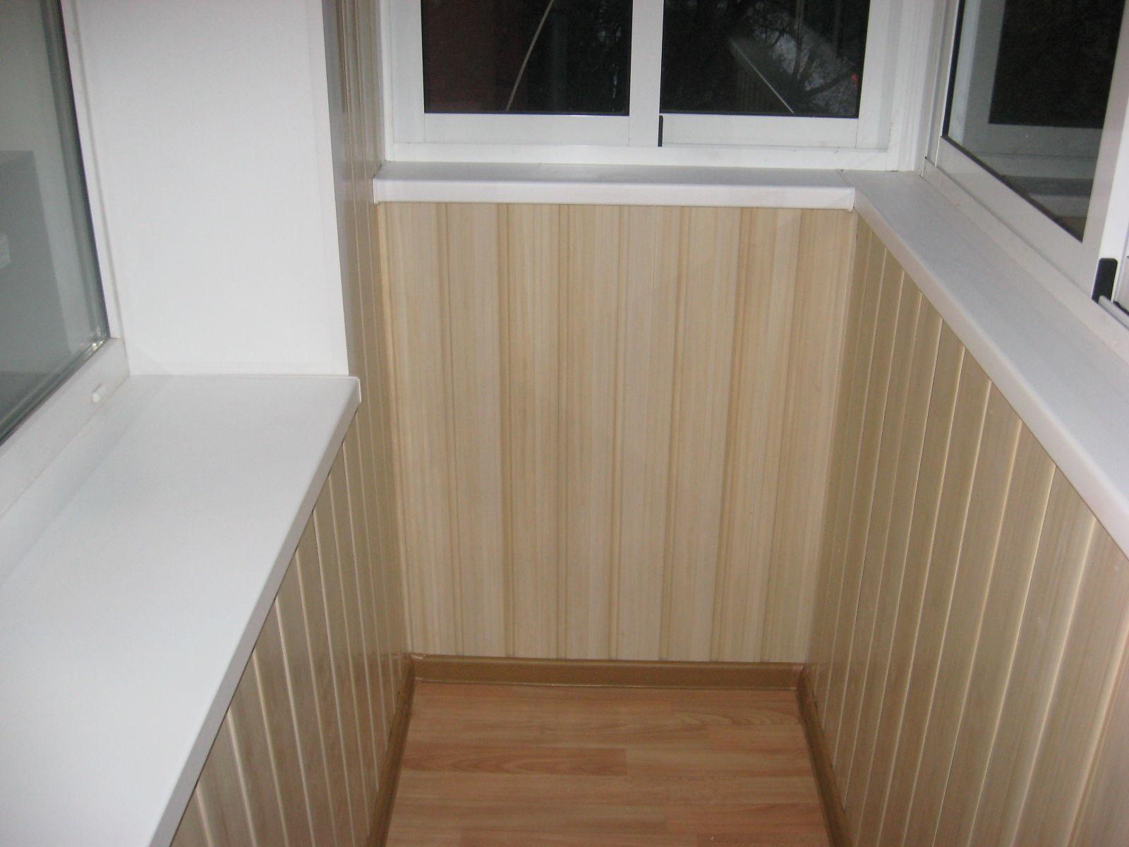 Чем лучше обшить балкон внутри: особенности отделки и характ.
