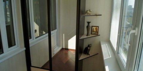 Зеркальный шкаф-купе на лоджии