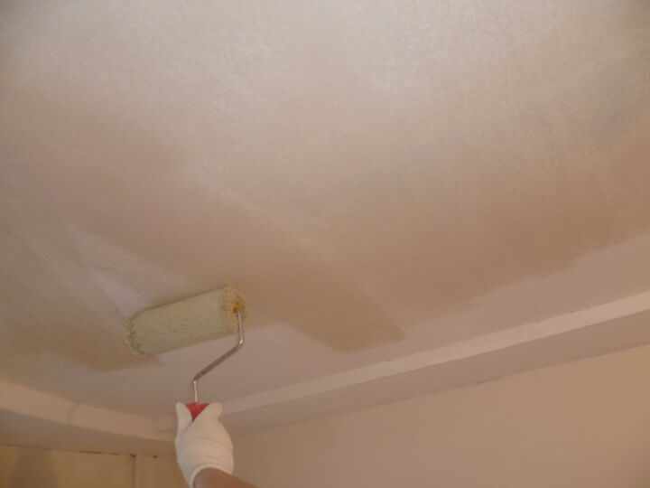 Грунтовка потолка перед покраской