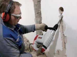Штробление стены перфоратором