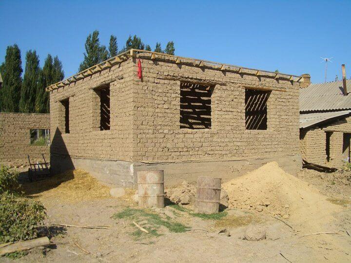 Строительство из саманного кирпича