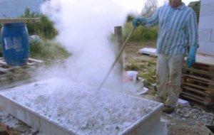 Гашение извести водой