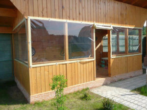 Окно на веранде из ПВХ пленки