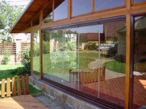 Окно на веранде из поликарбоната