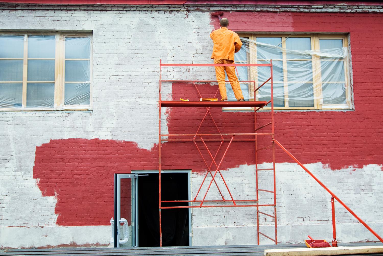 Как покрасить фасад дома своими руками 56