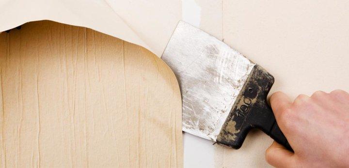 Демонтаж старого покрытия стен