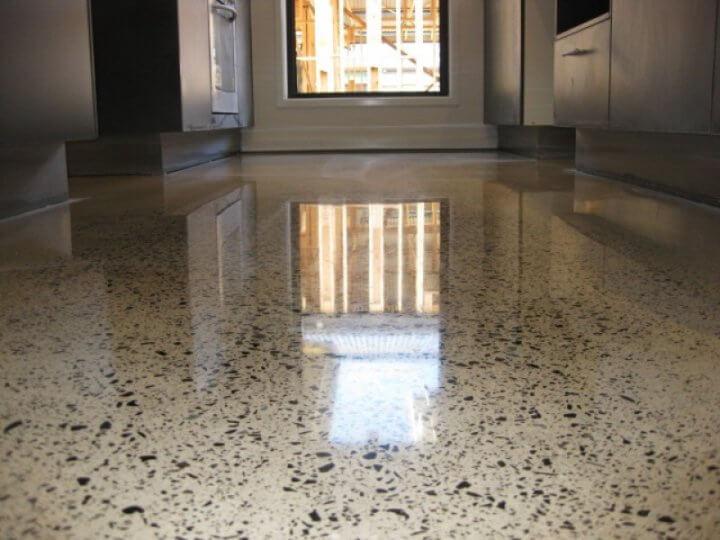 Полированный бетон с вкраплениями
