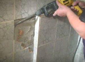 Демонтаж отделки в туалете