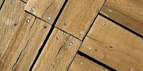 Щели в деревянном полу