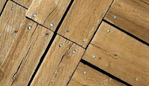 Как заделать щели в деревянном полу своими руками