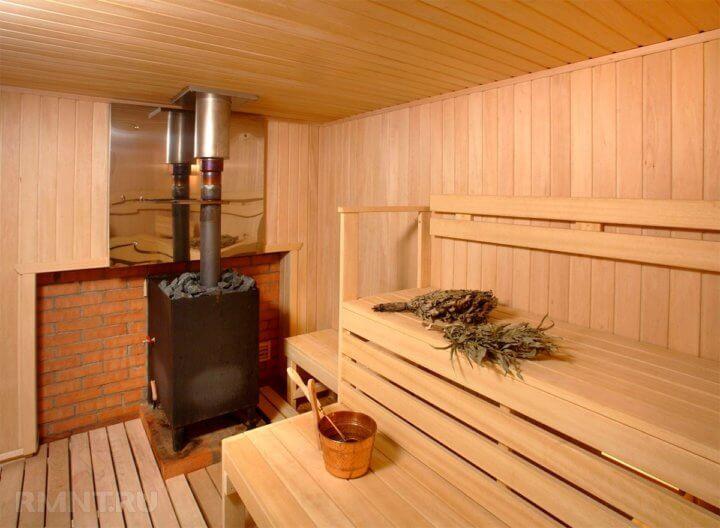 Сварная печь в бане с открытой каменкой