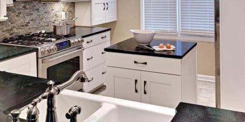 Остров в маленькой кухне