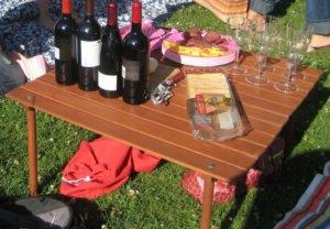 Удобный рулонный столик