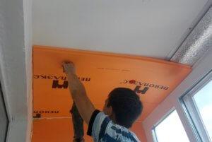 Монтаж теплоизоляциции на потолок